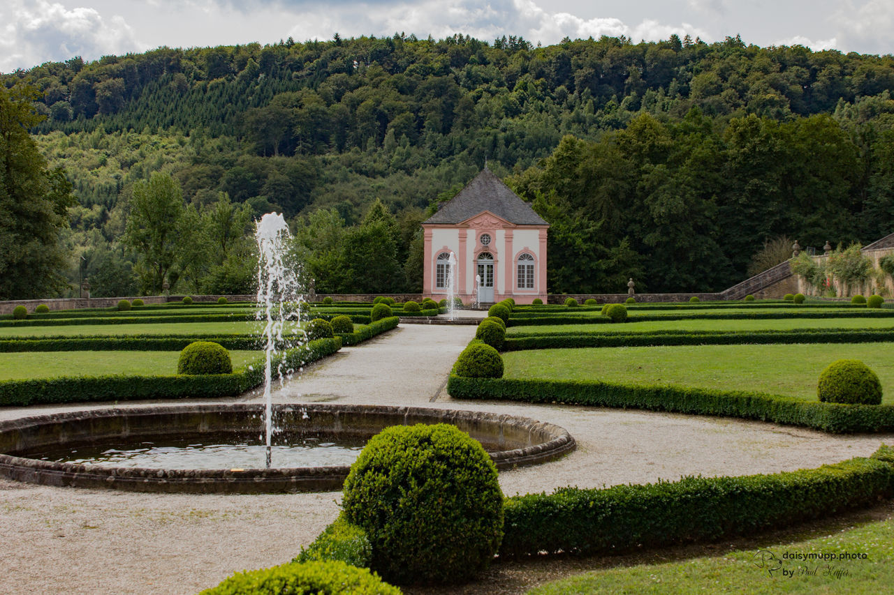 Park Weilerbach Architecture Beauty In Nature Building Exterior Built Structure Grass Nature Outdoors Park Scenics Sky Topiary Water