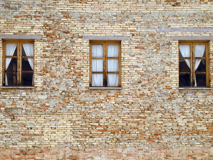 Wall with three windows Italia Ripatransone Wall Architecture Backgrounds Brick Wall Building Exterior Built Structure Curtains Façade Full Frame Marche Outdoors Residential Building Retro Styled Rotting Rough Three Windows Above Window