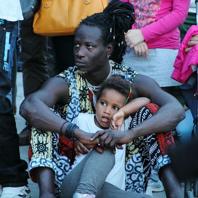 -PEOPLE- FATHER&CHILD Fatherhood  Street Photography Random People Streetphoto_color Streetphoto Captured Moment People Photography Beautiful People Real People Color Photography RePicture Masculinity