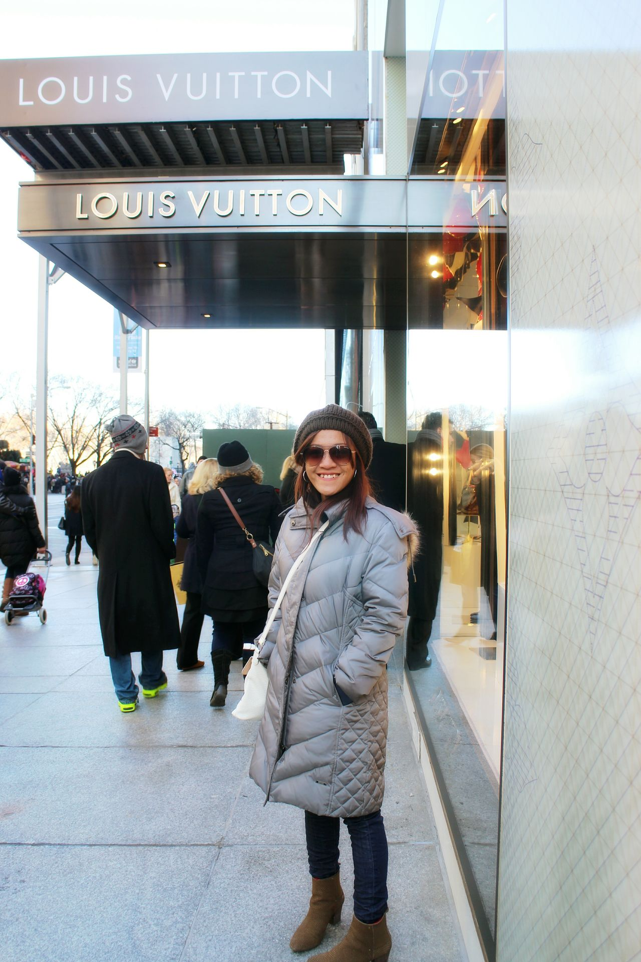 City Life Adults Only Business Finance And Industry Commuter Architecture Warm Clothing People City Travel Traveling The Great Outdoors With Adobe Fun Smile USA Real People Love Luis Vuitton Beautiful One Person