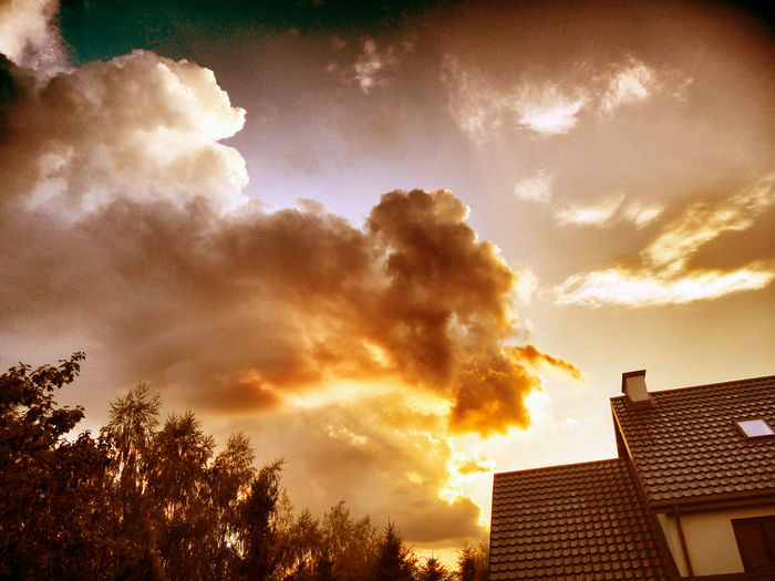 Clouds pointing home! Antropomorfo Antropomorphic Cloud Finger Funny Gesture Morphology Orange Color Pink Color Shapes Sky And Clouds First Eyeem Photo