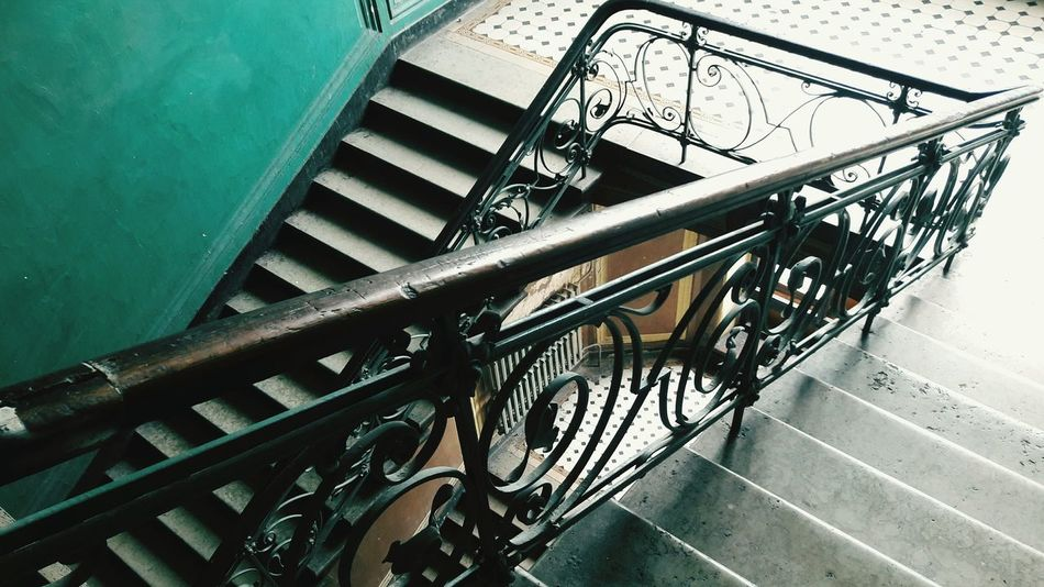 This is so beautiful. My eyees are crying. Staircase Beautiful Architecture Beautiful Architectural Structure Interior Architecture Interior Detail Interior Design Vintage Style Vintage Interior Old But Awesome Old House Old Staircase The Secret Spaces Textures And Surfaces Saint Petersburg See The World Through My Eyes Saint Peterburg House Historical Building Calm Place Stairs Saint Petersburg, Russia No People Travel Destinations Go Down Simple Elegance Geometric Shapes