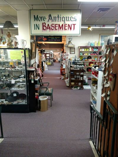 East Liverpool Ohio Store Retail  Collectibles Antique Shop Antiques Market Antiques Vintage Moments Vintage Shopping No People Antique Mall Days Gone By Things If Yesterday Antiquing Is A Verb Reminiscing