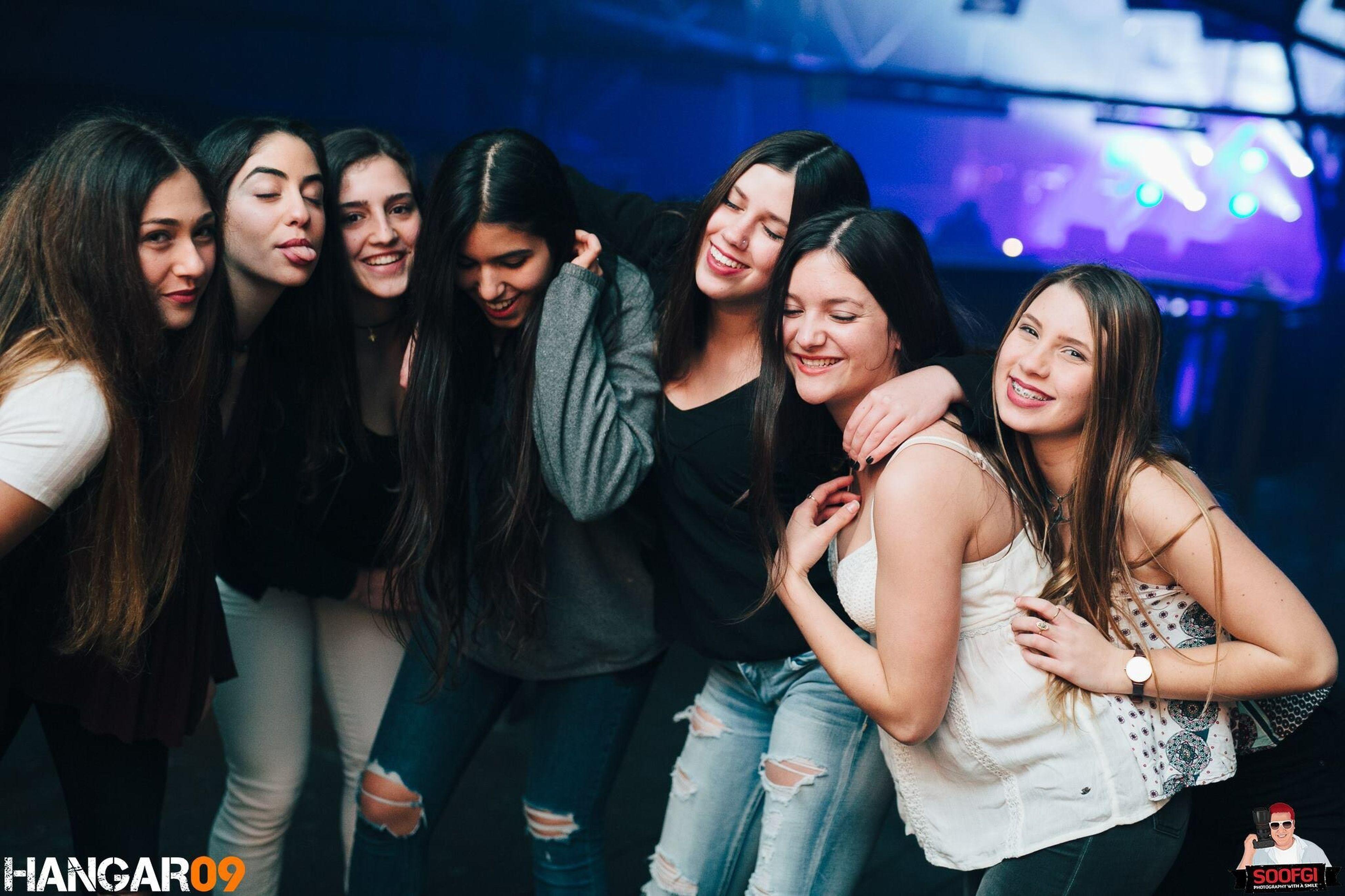 בנות כ״ו חברות מסיבות