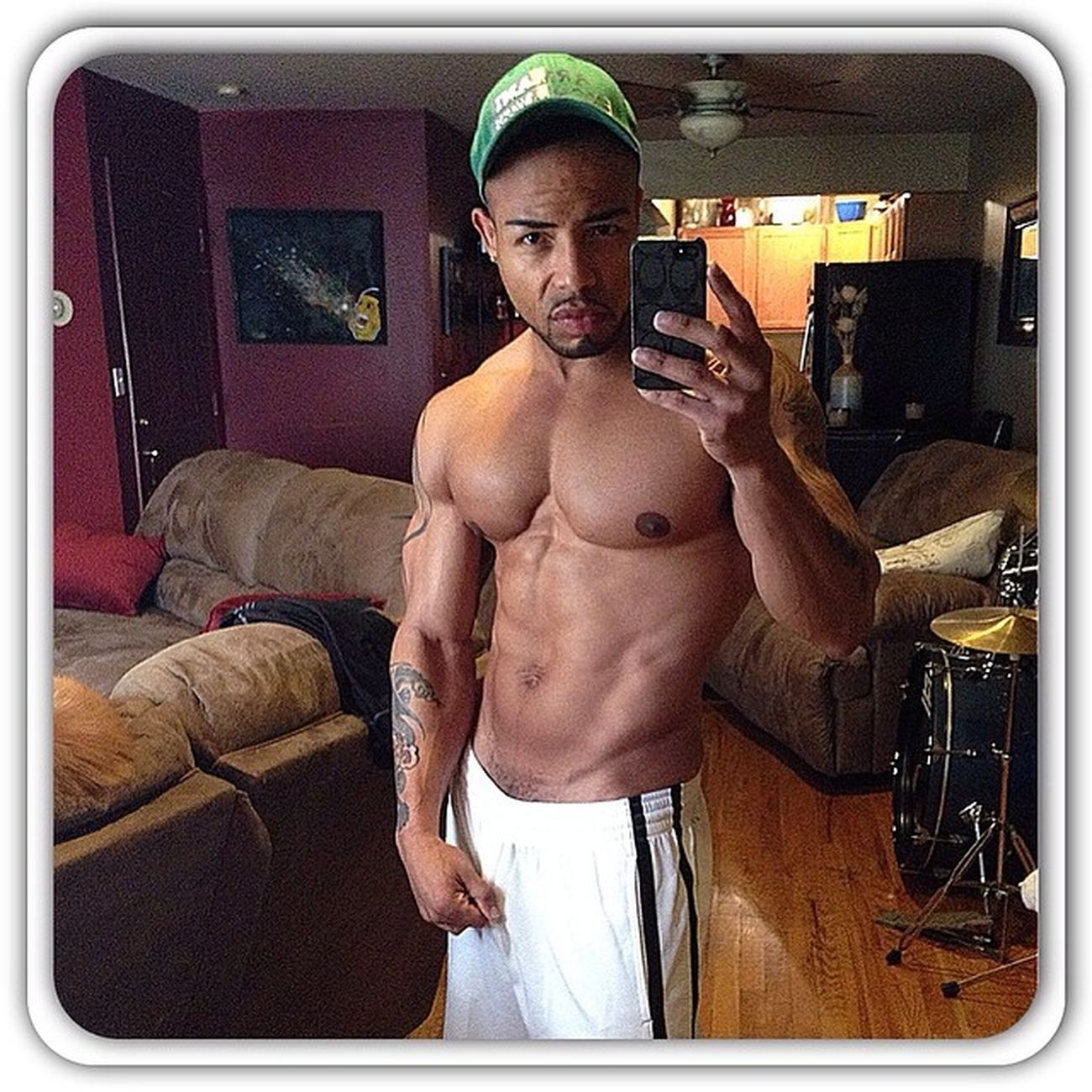 GymGrindSelfie Selfie WorkoutModeOn Grr nodaysoff hardcore meanmuggin muscleman musclebodyineffect muscle body ??