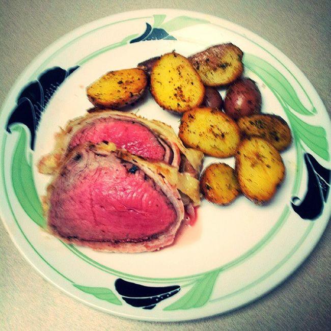 Beef Wellington with potatoes. Gordanramsay Chef