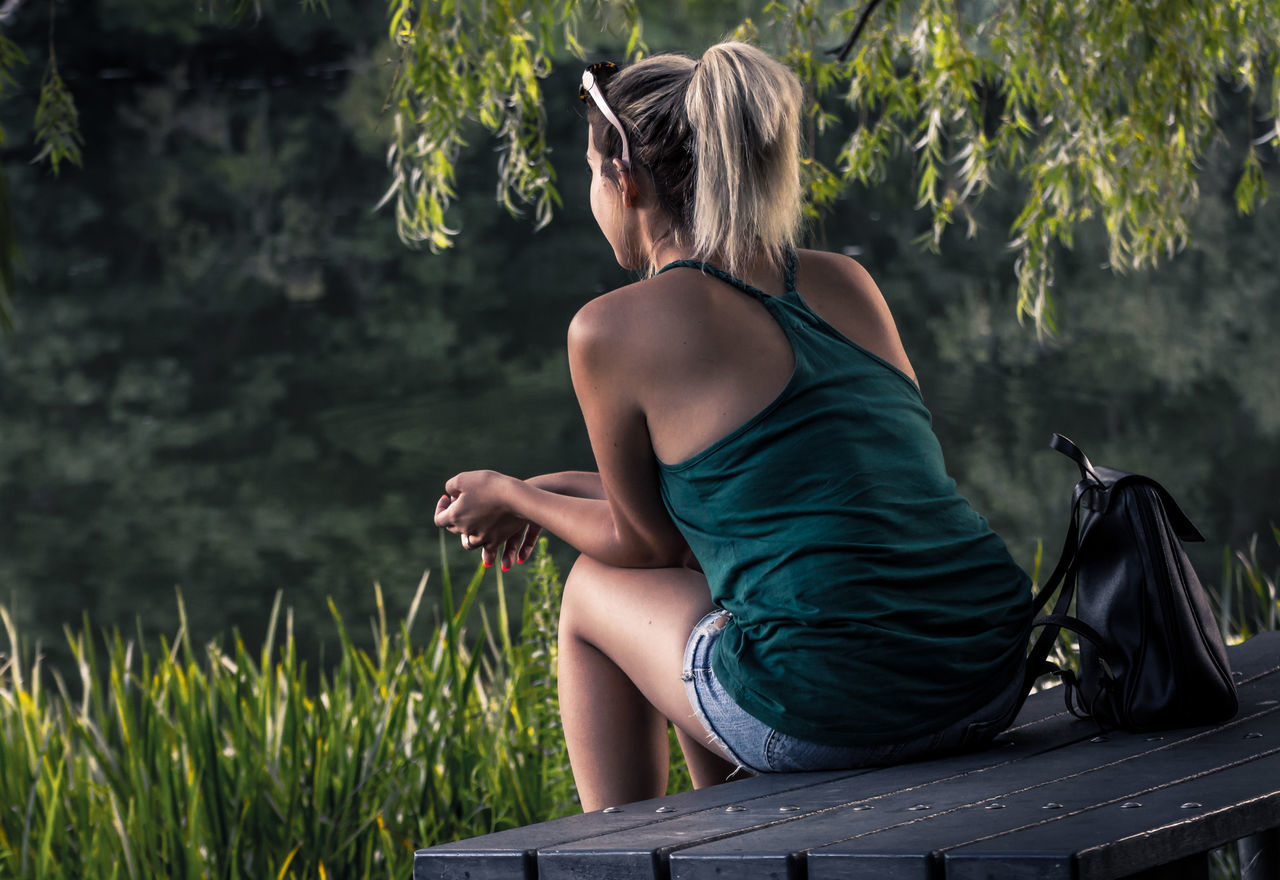 Side View Casual Clothing Three Quarter Length Person Long Hair Side Portrait Portrait Portrait Of A Woman Portrait Photography Backside Portrait Man And Nature Woman Portrait Women Of EyeEm Women Who Inspire You Sitting Outside Naturelovers Enjoying Life Enjoying The View Enjoying Nature Relaxing