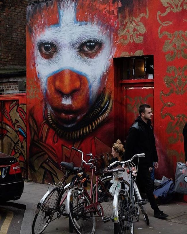Those eyes! Saw this just off Brick Lane a few days ago. After a little searching I found out it's by @dale_grimshaw. Amazing stuff. Streetart London Londonist Dalegrimshaw Eyes Stare Bricklane Creepybeautiful Colour Red Graffiti Streetartlondon Igerslondon