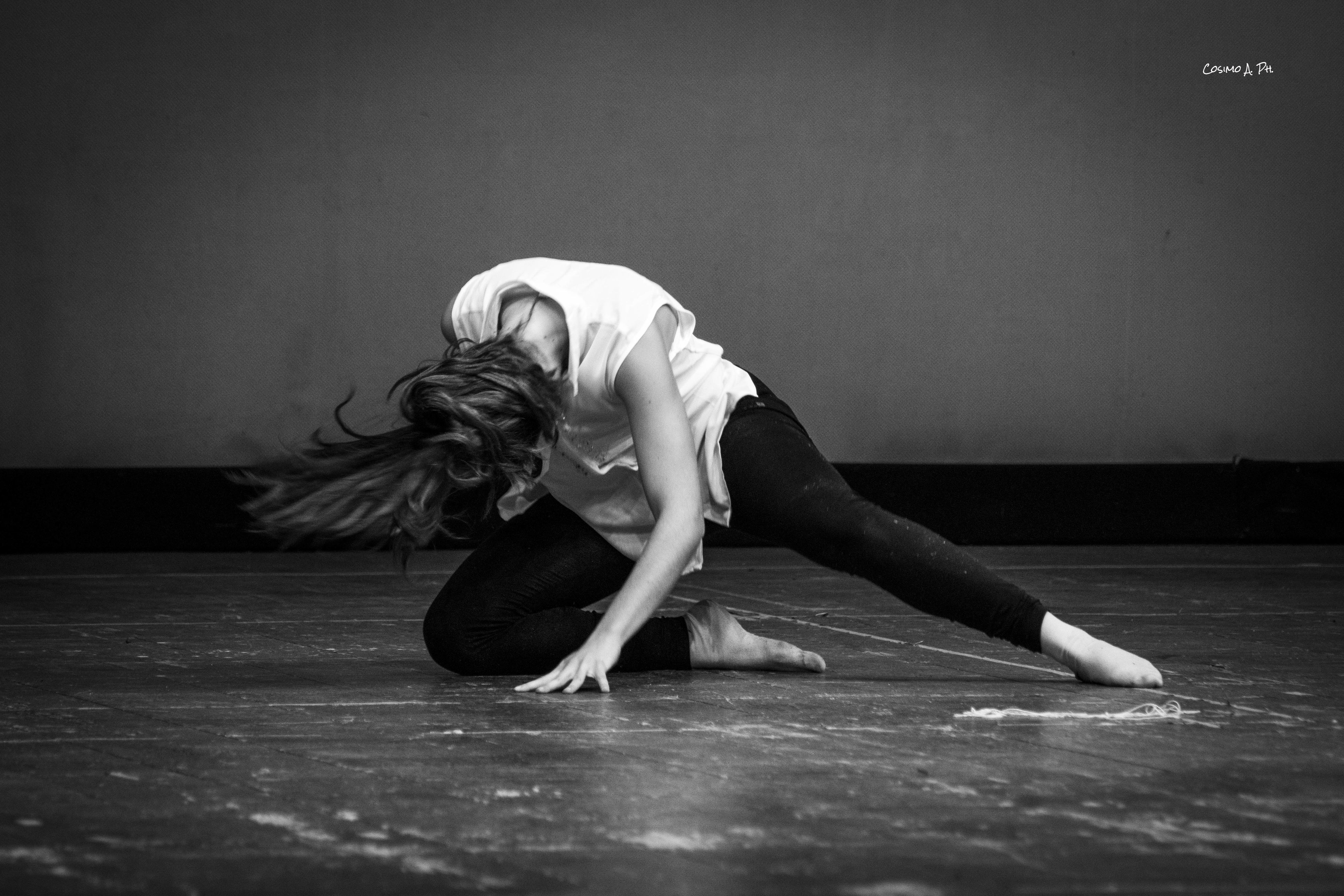 skill, indoors, real people, one person, flexibility, balance, practicing, performance, dancer, exercising, lifestyles, full length, ballet dancer, women, young women, young adult, day, people