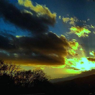 Sun Sunset Sungoesdown Sky Heaven Roadtrip Road Autobahn Highway Cloud Clouds Cloudy Shadow Shades Photoarena_sunset Landscape Landschaft Amazing Burningsky Skyisonfire Skyisburning