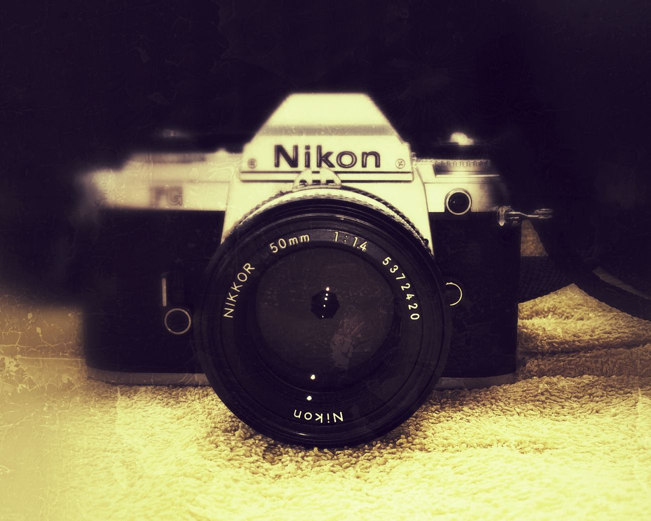 Nikon SLR Camera Taking Photos Single Lens Camera Beauty I Love It ❤ White Objectif Old But Awesome GrungeStyle 35 Mm Film Camera Shadows & Light No People Grunge Objektiv Old Camera Old Cameras Analogue Analog Nikonphotography Nikon Camera