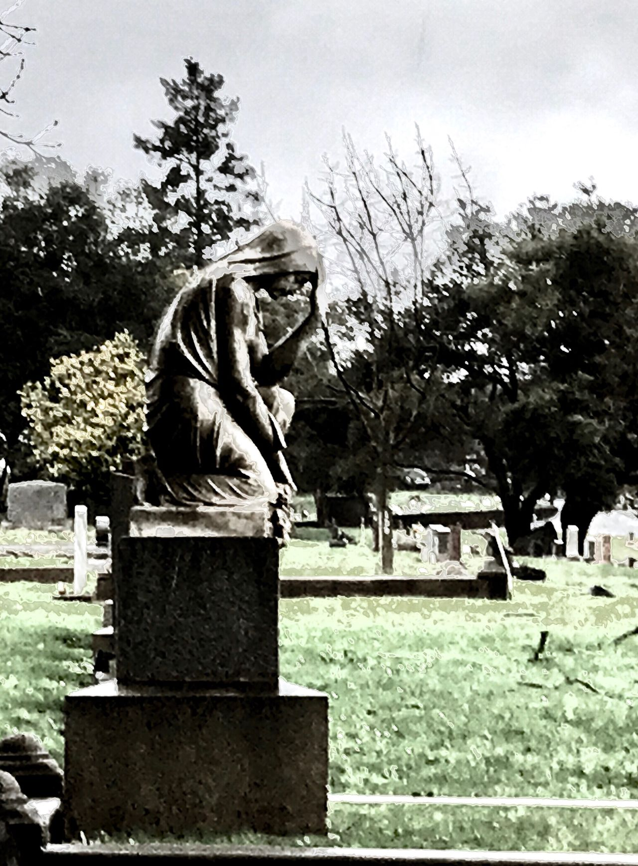 There are angels everywhere, even if you look to the trees. Hidden Angels Angel Wings Angelic Memorial Tombstone Tree Outdoors Grave Sky Day Grass Cemetery Cemetery Photography Cemetery_shots Angel Angel Or Devil? Angels Angel Statue Tranquility Tranquil Scene Death Death Life And Death Rain Rainy Days