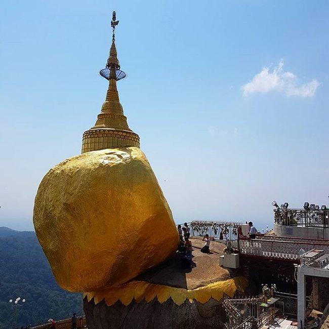 Kyaiktiyo Kyaiktiyopagoda Pagoda Goldenrock Goldenpagoda Igersmyanmar Myanmar Burma Instagood Instagram Instagrammers Hot Mountain Mobilephotography Samsungs7edge Photo Mobilephoto Samsungphoto Travelgood Vacationinstyle