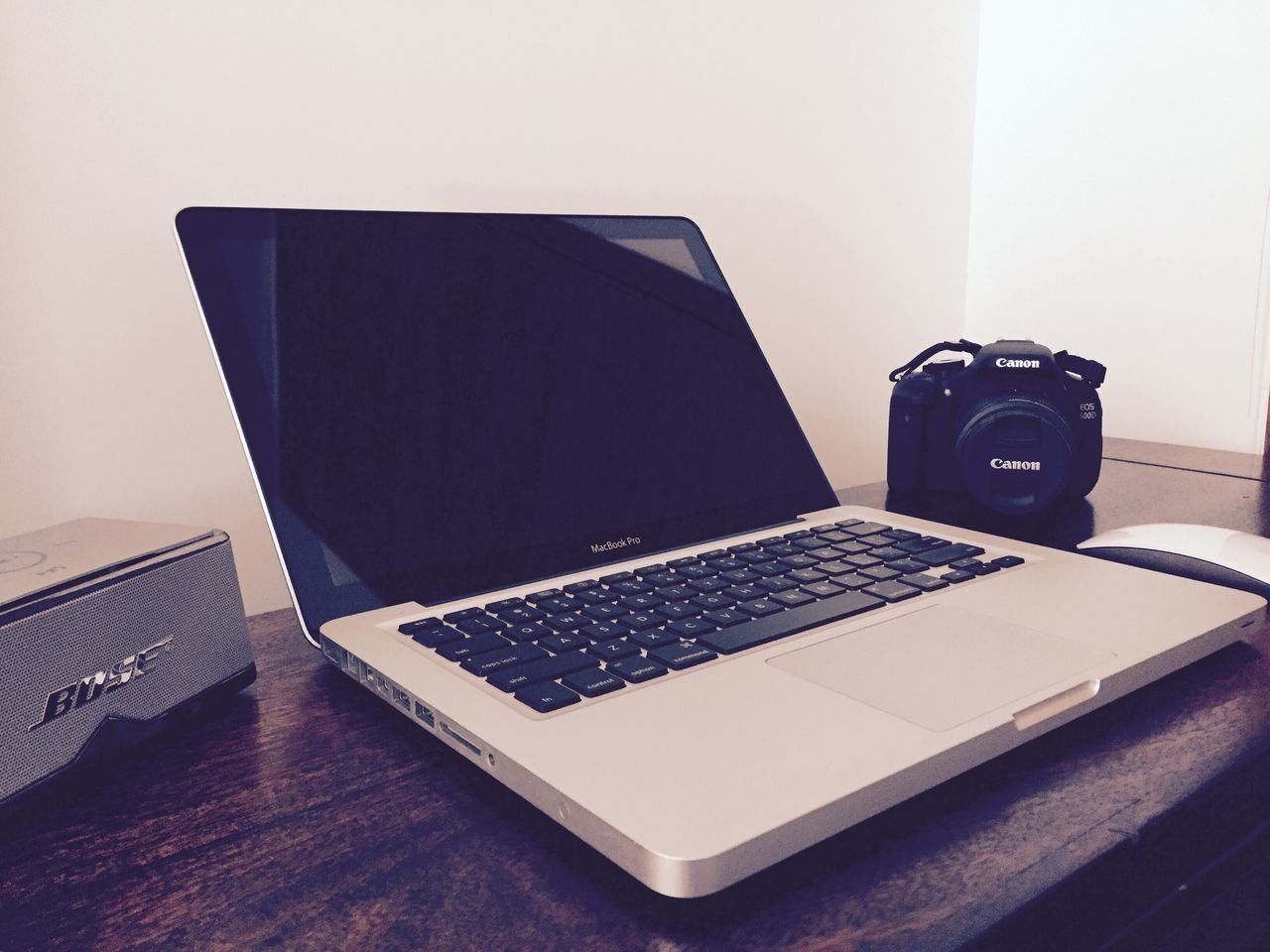 Showcase March Bose Bluetooth Speaker Canon EOS 600D DSLR MacBook Pro Magic Mouse My Desk At Home My Desk My Point Of View Inside My Room IPhoneography Iphonephotography IPhone Photography