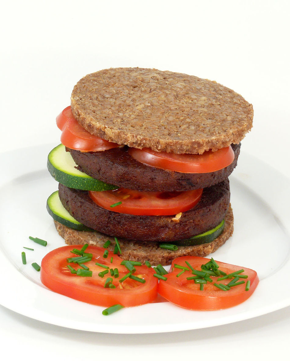 Bread Burger Burger Time Close-up Food Freshness Indoors  No People Plate Ready-to-eat Sandwich Studio Shot Toasted Bread Vegan Food Veganfood Veganfoodporn White Background Whole Wheat
