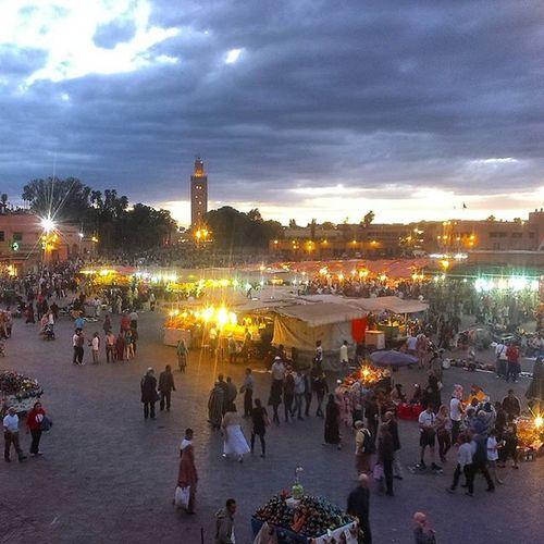 Úžasná atmosféra! Crazymarrakech Marrakesh Jemaaelfna Onlyinmarrakech Youjustneedtoseeit Amazingplace Nezabudnutelnyzazitok Dnescestujem