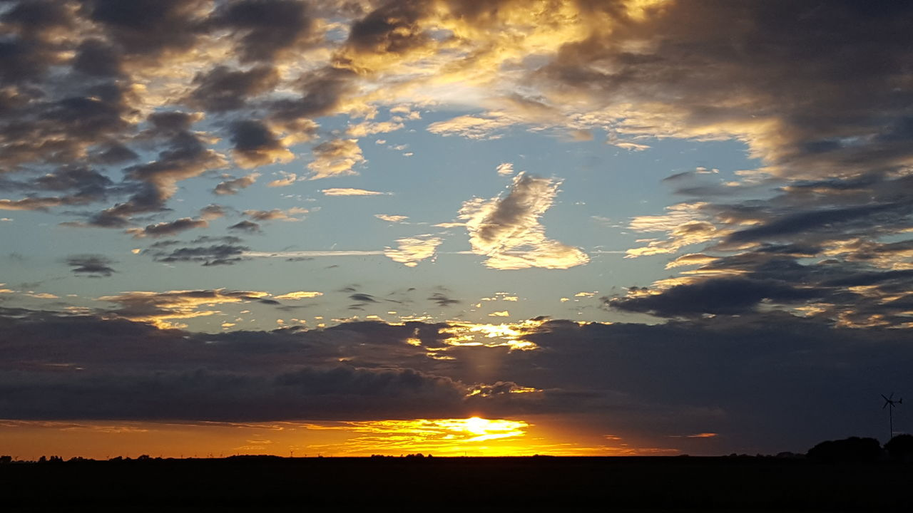Sunrise Sonnenaufgang Sky Sky And Clouds Skyporn Himmel Himmel Und Wolken Morning Morgenstimmung Morgenrot Nordfriesland Eiderstedt Simonsberg