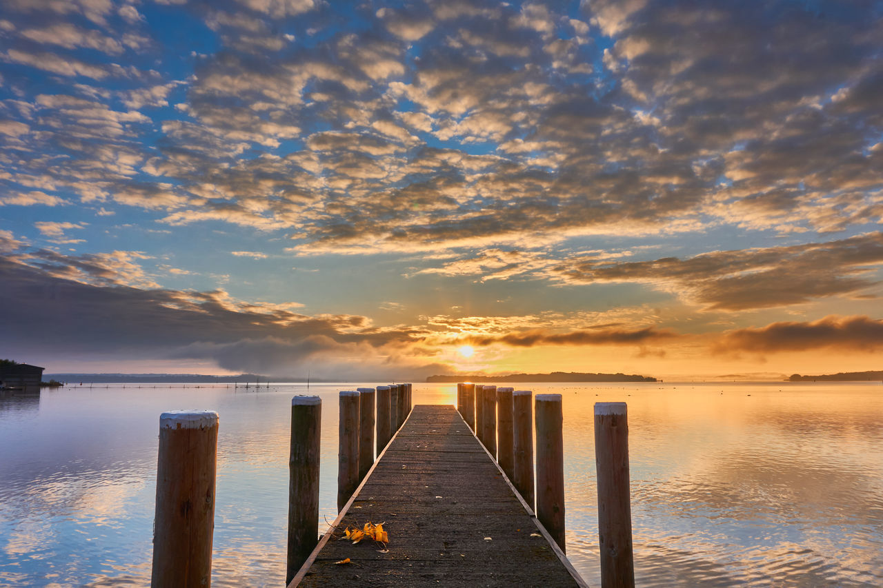 Wolkiger Sonnenaufgang der sich im ruhigen Schweriner See spiegelt / Cloudy Sunrise Mirror Beauty In Nature Cloud - Sky Day Jetty Nature No People Outdoors Pier Scenics Sunrise Tranquil Scene Schweriner See Schwerinersee Seglerheim Schwerin Lakemirror Lake View The Great Outdoors - 2017 EyeEm Awards Breathing Space The Week On EyeEm Mole Reflection Mecklenburg Mecklenburg-Vorpommern Mecklenburgerseenplatte Mecklenburgische-Seenplatte Lost In The Landscape Done That. Been There.