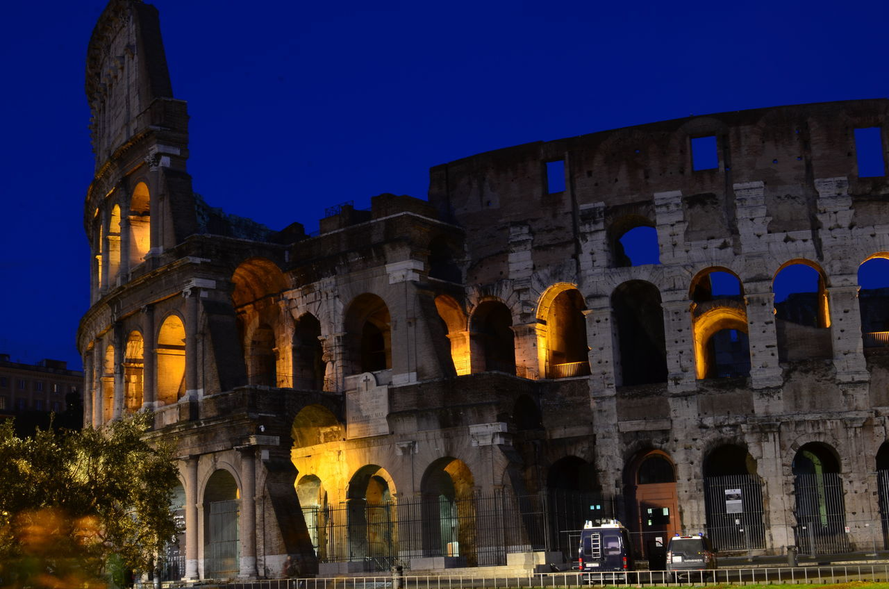Lasst die Spiele beginnen Ancient Ancient Civilization Architecture Built Structure Clear Sky Colosseum Gladiator History Illuminated Italy Longexposure Night No People Old Ruin Rome Tourism Travel Travel Destinations
