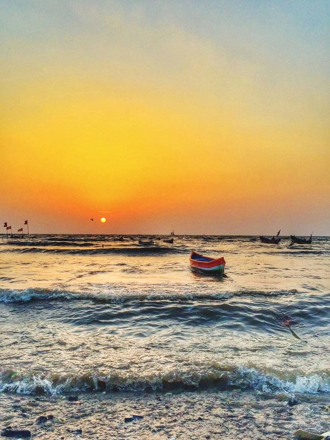 Defragmented notes of the sea. Nature Landscape Travel India Beach Boat Sunset Sun Natgeo Placesinindia Bandra Carterroad Mumbai Dailylife Peace My Favorite Photo Music Sounds BEATS People Of The Oceans