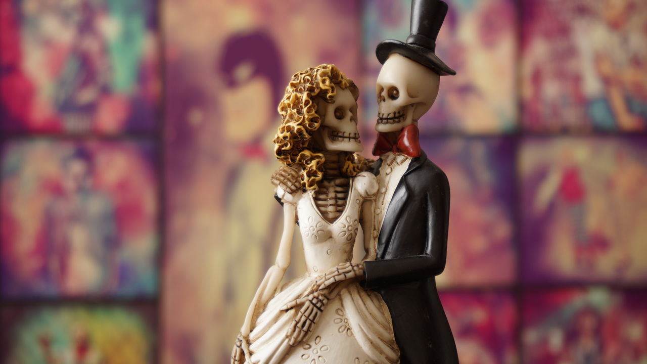 Arts Culture And Entertainment Indoors  People Cemeterylovers Cemetery Love Manandwoman Nightmarebeforechristmas CorpseBride Skeleton Art Skeleton Face Smile ♥ Colorful Lights Art Photography Doll Indoors  Focus On Foreground Close-up Women Man Colors Of Carnival Colors Color Photography Color Portrait Color Palette