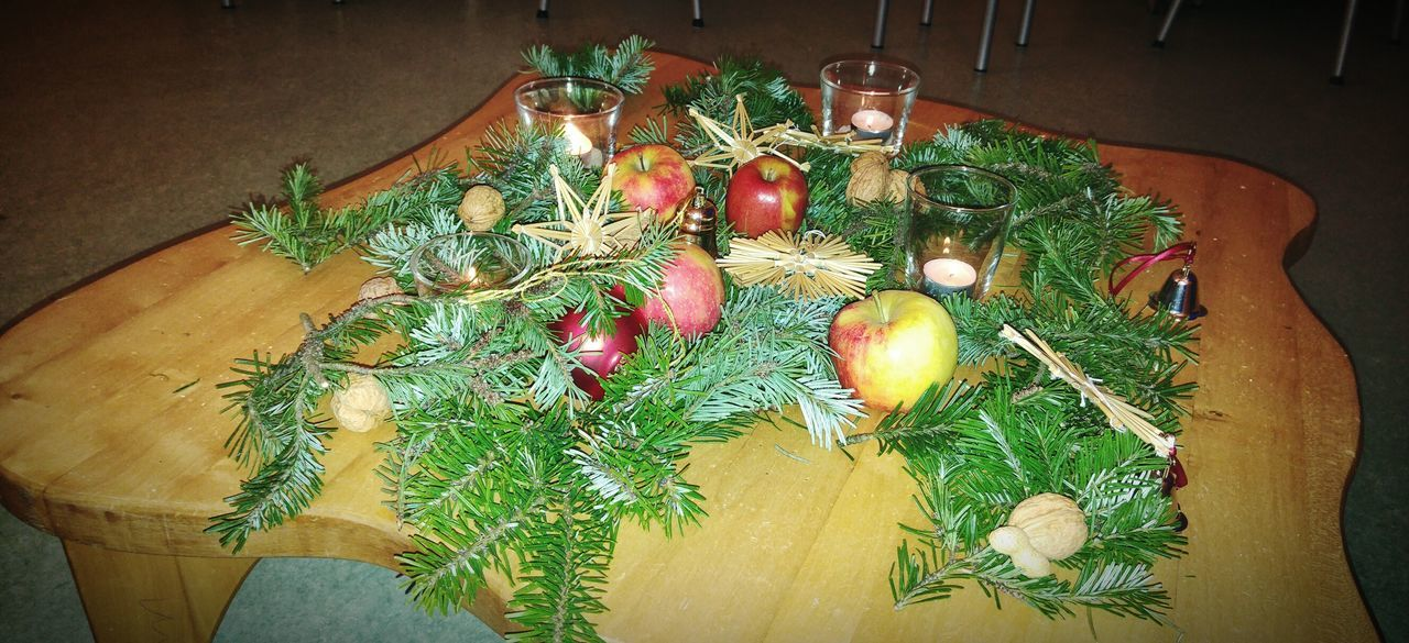 Merry Christmas Xmas 2015  Candles Apples Happy People Weihnachtsdeko Weihnachtsstimmung Weihnachten Weihnachtsbaum Weihnachtsfeier Tannenbaum Tannennadeln Red Apples Candles.❤