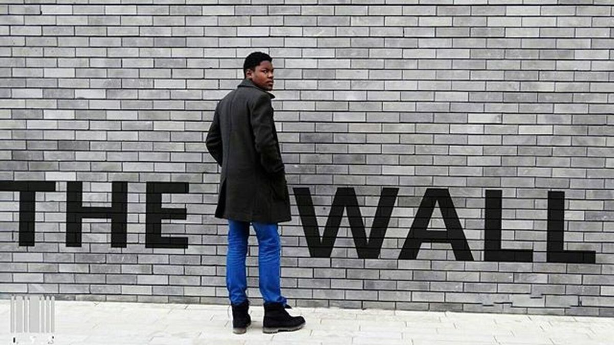 THE WALL!!!🆕🆗 📷 @lewisastier 👍👍 💻 @hans_lys 😅😇 Style Thewall Gris Streetstyle Liketkit Fashion Paris French Streetfashion Hlys Love Fashionblog Photograpyh Givenchy Photograpy Picture The Goodnight Wisetag