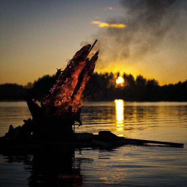 Midsummer bonfire few years back. Dslrphotography Dsrl Nightphotography Midnight Bonfire Midsummer Jussi Juhannus Kokko Suomi Finland Nightlesnight Canon5D Tamronlens CanonDSLR