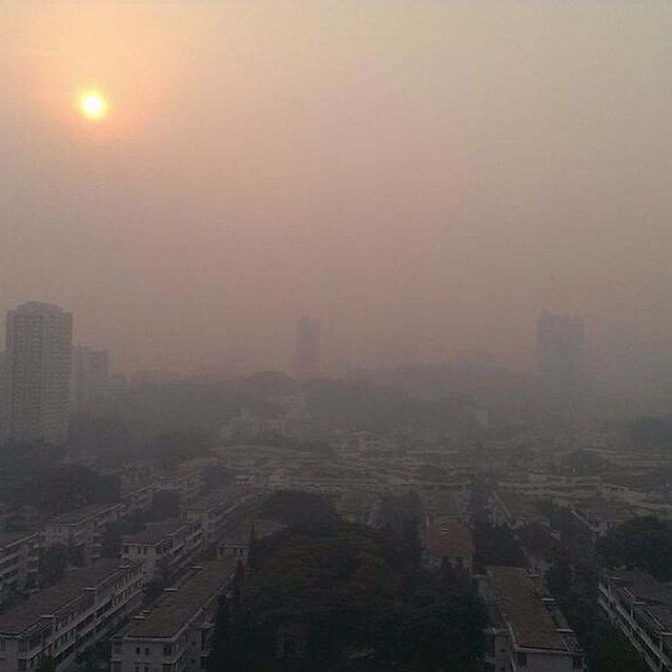 SGhaze Singapore Pollution caused by fires in INDONESIA Can't wait for it to go since levels reached it highest ever recorded PSI NEA Badhealth