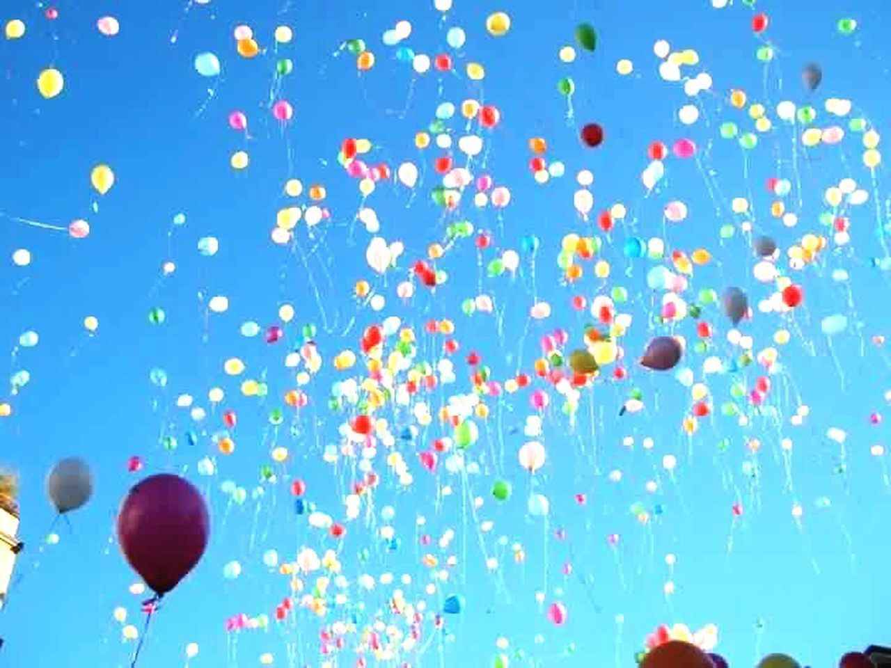 balloon, celebration, party - social event, multi colored, celebration event, mid-air, helium balloon, blue, helium, birthday, holiday - event, red, confetti, event, backgrounds, traditional festival, streamer, no people, ballooning festival, flying, hot air balloon, outdoors, sky, day