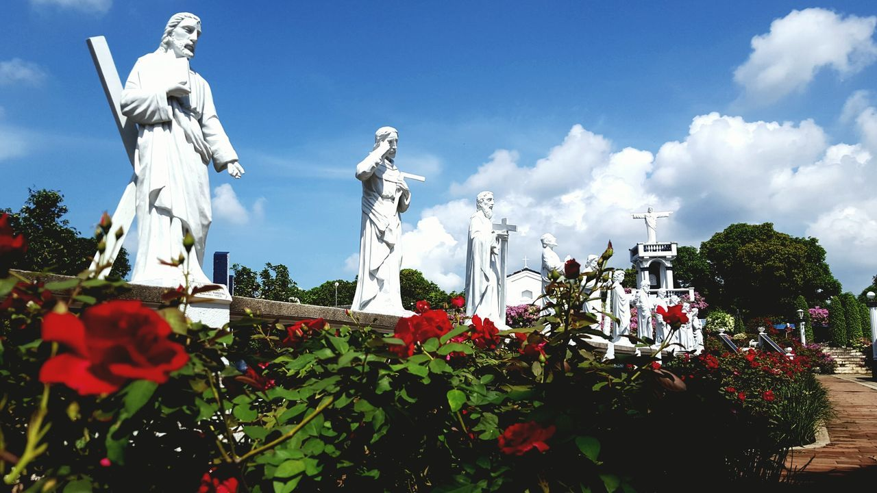 Marian Orchard Statue Sculpture No People Flower Outdoors Cloud - Sky Sky Nature Photography In Motion Photography Photographer Photooftheday First Eyeem Photo Photographer In The Shot EyeEm Best Shots Built Structure Powershot Travel Day Travel Destinations Green Color