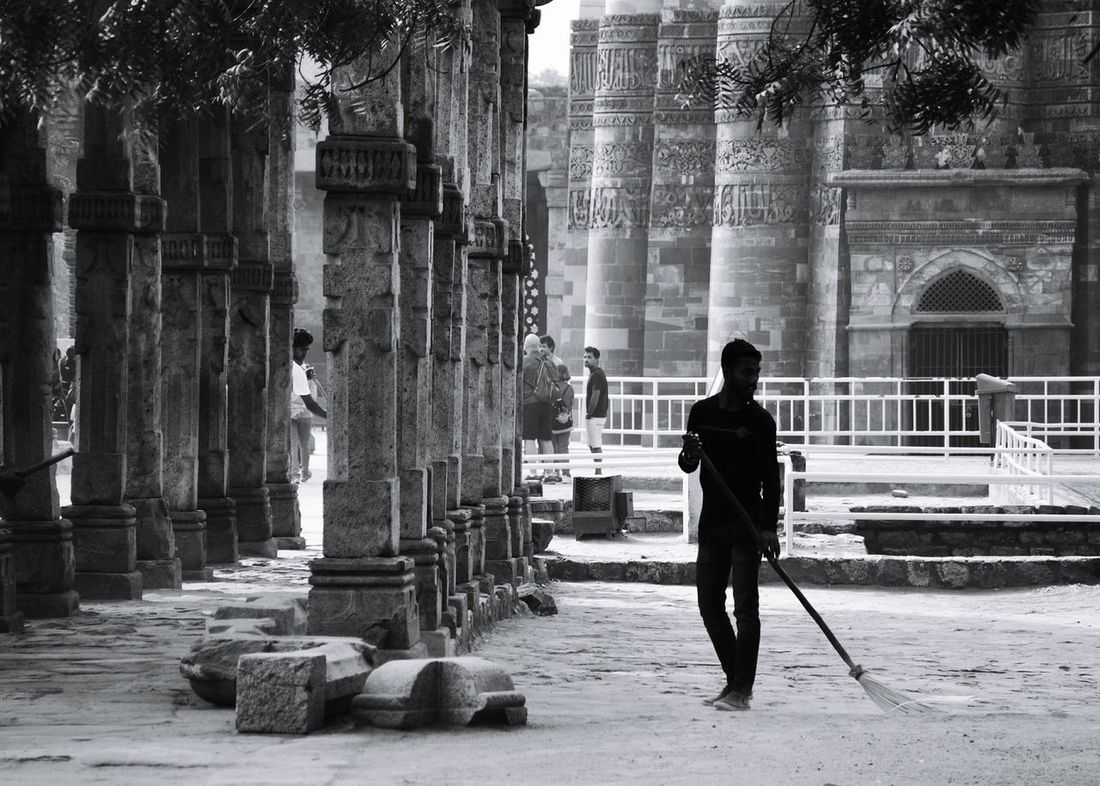 Blackandwhite Black & White EyeEm Selects EyeEm Best Shots EyeEmNewHere Architecture History Real People Day Outdoors Monument New Delhi Qutab Minar Built Structure Travel Destinations Architecture