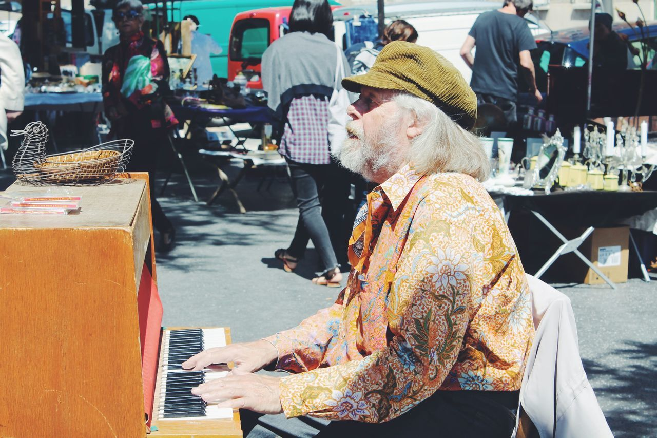 Picturing Individuality Individuality People People Photography Real People Diversity Musician Playing Piano Market Eyeem Market Flea Markets Paris Paris ❤ Retro Retro Style Personality
