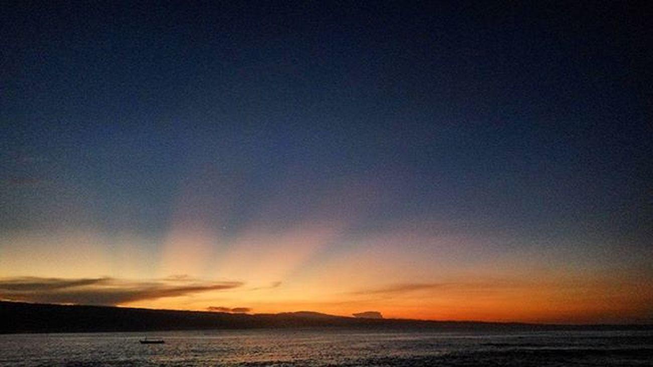 Menunggu Sunrise . . . Penutup kegiatan Sociotrip bareng @fimtraventure @navigatour @lampungtraveling Di Pulau Pisang Krui, Pesisir Barat - Lampung Pulaupisang Krui PesisirBarat @pesisirbarat_