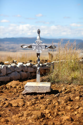 high resolution image available 1900 Anglo-Boer War Battlefield Boer War Edward RP Woodgate Gravesite Gravestone Ladysmith Ladysmth Battlefield Landscape Memoial To Edward Woodgate Memorial No People Non-urban Scene Outdoors South Africa Spionkop Spionkop Battlefield Tranquil Scene War
