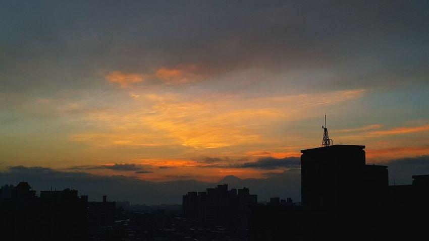 身是菩提樹❤心如明鏡台~本來無一物…何處惹塵埃!EyeEm Nature Lover Eye For Photography Sunrise_sunsets_aroundworld Sunset BlueEyes EyeEm Best Shots Enjoying Life LifeisbeautifulBeautiful ♥ Sunset #sun #clouds #skylovers #sky #nature #beautifulinnature #naturalbeauty #photography #landscape