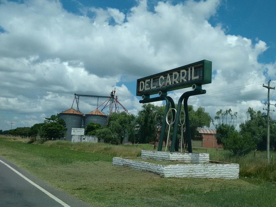 Del Carril Hanging Out Taking Photos Hello World That's Me Hi! Relaxing Rutas Argentinas Quality Time Popu!ar Photos Buenos Aires, Argentina  Buenos Aires 2016-06 Argentina Popular Argentina Photography Pampa Hi! Suburban Campos Bienvenidos Welcome Caminos Indication Taking Photos