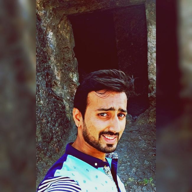 Hi Everyone ♡ That's Me! Smile Is The Best Way To Live  Random Shots Iphonephotography Beardstyle My Unique Style From My Point Of View Selective Focus Creative Light And Shadow Selfie ✌ BestofEyeEm Eyem Best Shots Relaxing Caves Photography AdventureFeel The Journey Enjoying Life Loving It :-)