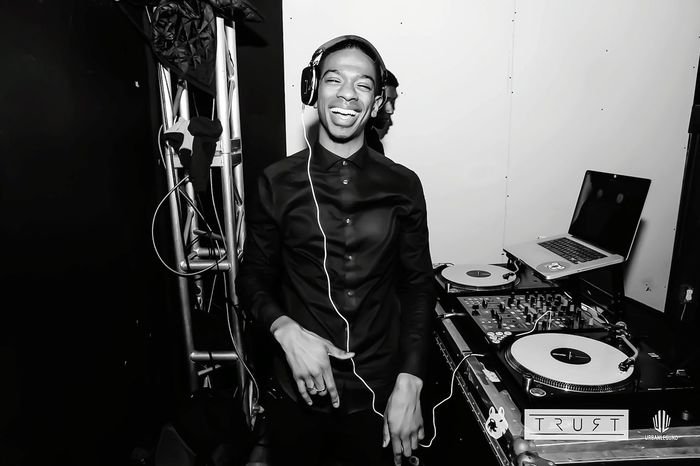 Love Music One Person Arts Culture And Entertainment Waist Up One Man Only Headphones Dj Turntable Adults Only Toothy Smile Indoors  Cheerful Technology People Confidence  Adult Smiling Musician Recording Studio Singing