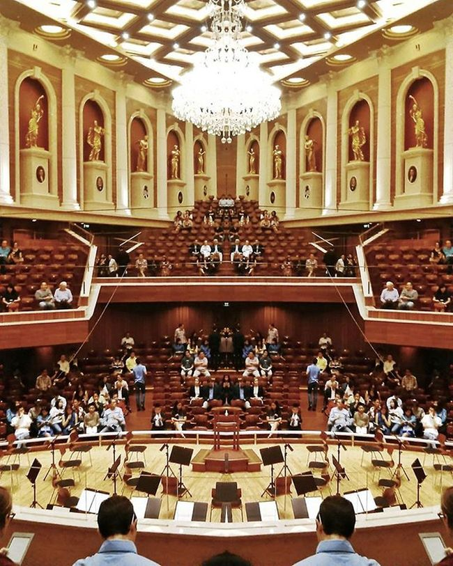 Pra konser :-) Akhirnya kesini lagi XD Tapi sekarang duduk di belakang 'v' Aulasimfoniajakarta Romeodanjuliet Grieg Tchaikovsky Profokiev Romeoandjuliet Orkestra Cermin Orchestra Mirror