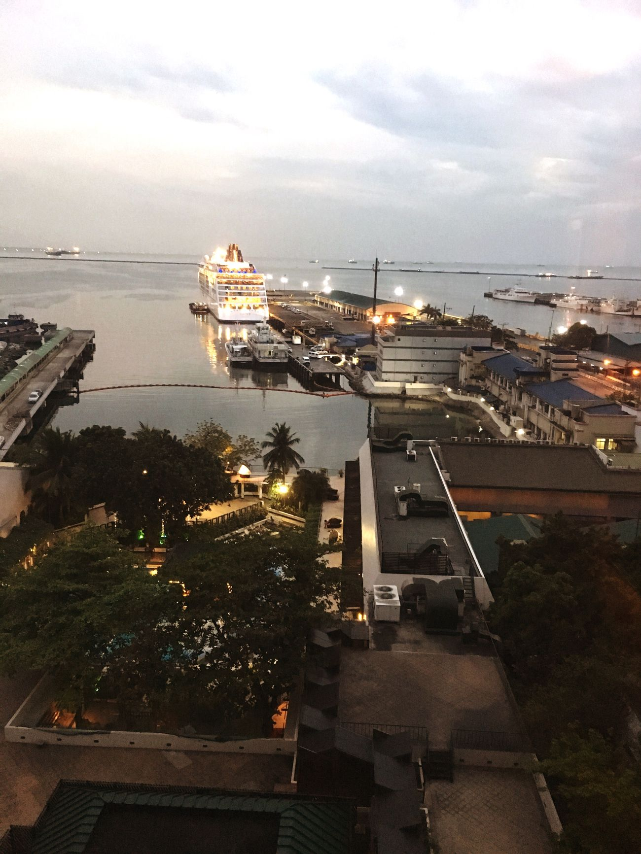 Seaview Manila Philippines Cruiseship Hotelroomview Harbor Harbourview
