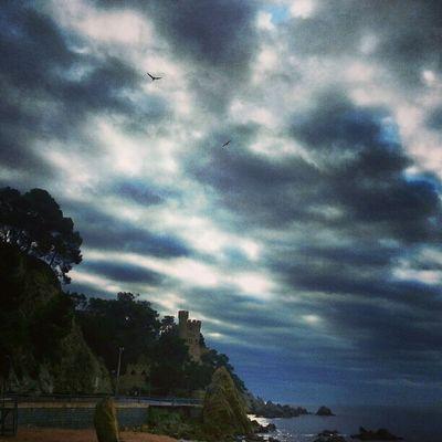Bon Dia Gent... Lloretdemar Igersgirona Incostabrava Mar catalunyaexperiencie cel nuvols sol movilgrafias catalunyafotos descobreixcatalunya