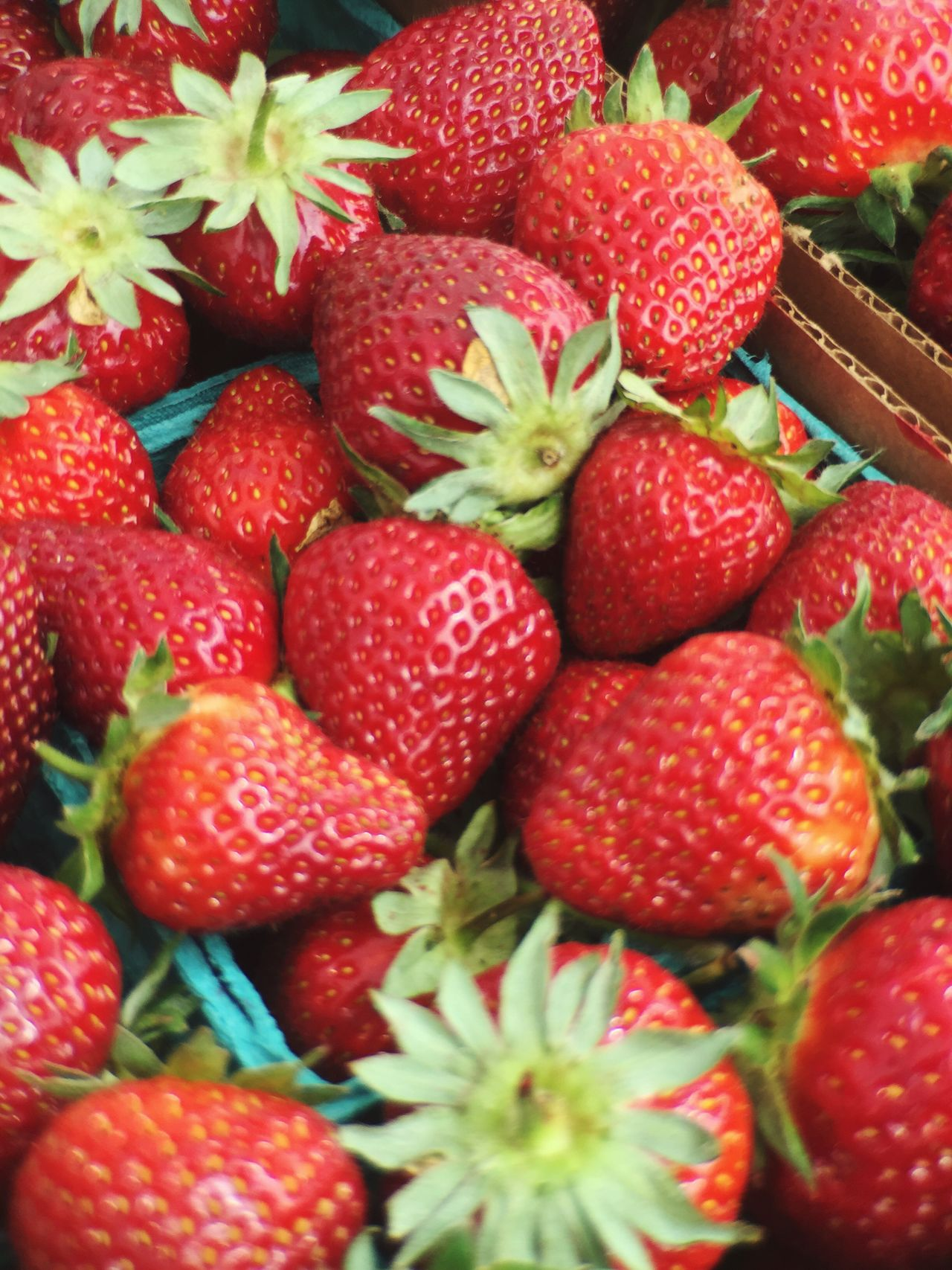 Strawberries The Essence Of Summer 2016 Farmers Market Yum #Color Palette
