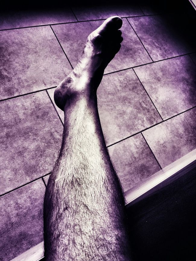 Foot, ymo yvan moallic Hello World New Reality Akt Hauseingang Enjoying Life Relaxing Ma Fierté Socializing Light And Shadow Transitional Moments Photography In Motion