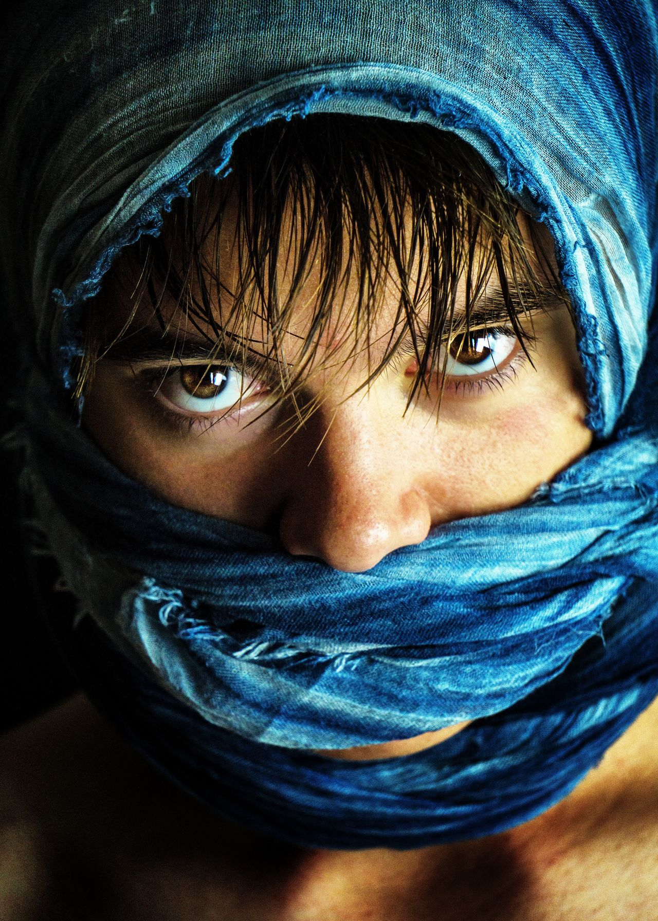 Portrait au foulard. Looking At Camera Portrait Human Face Human Eye One Person Real People Human Body Part Headshot Blue Young Adult The Portraitist - 2017 EyeEm Awards