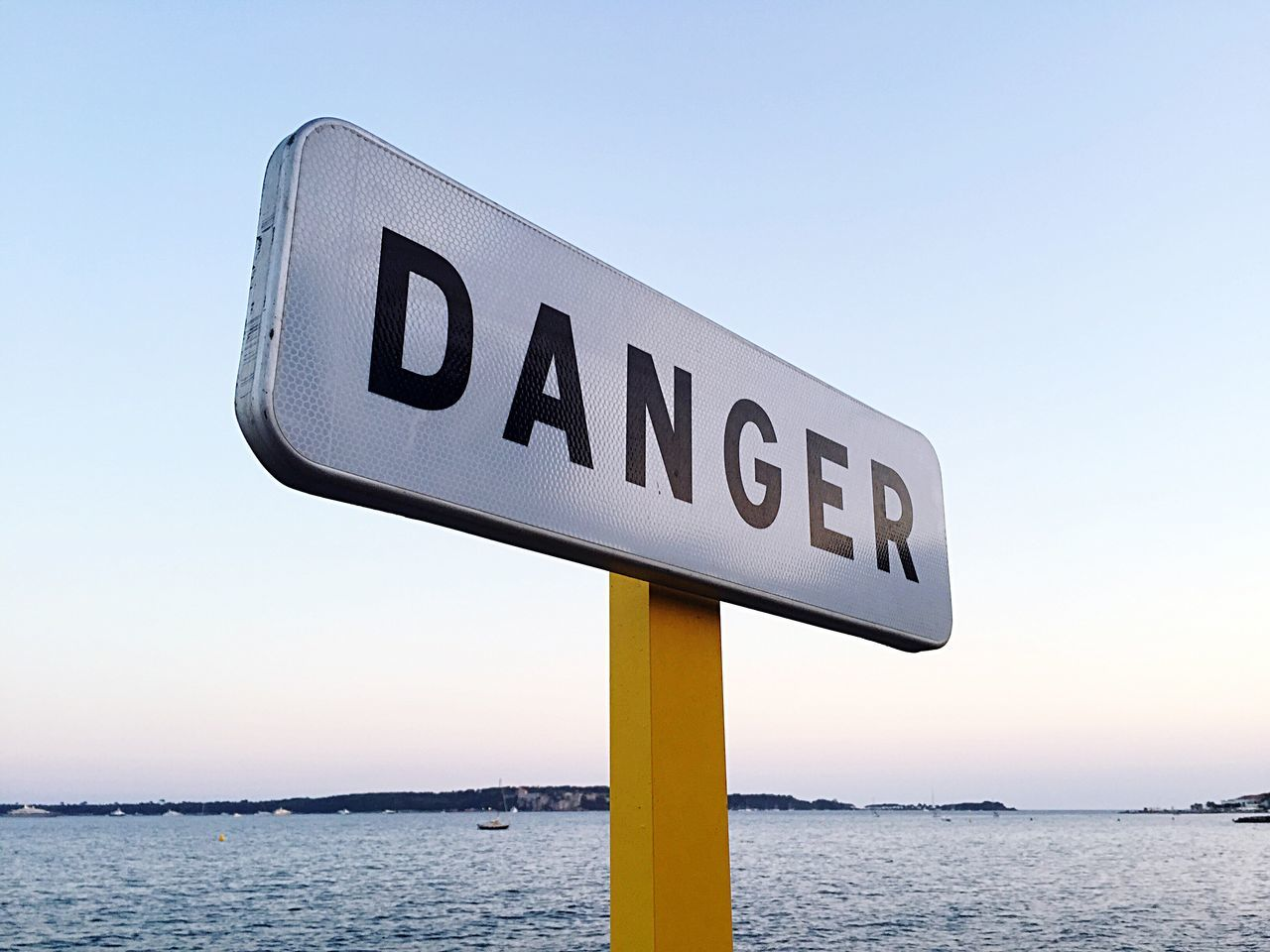 Danger Signs Communication Western Script Text Sea Information Sign Water Guidance Clear Sky Sign Pole Road Sign Signboard Waterfront Outdoors Tranquil Scene Day Scenics Ocean Tranquility Geometric Shape Danger Danger Sign Danger! Dangerzone Alert