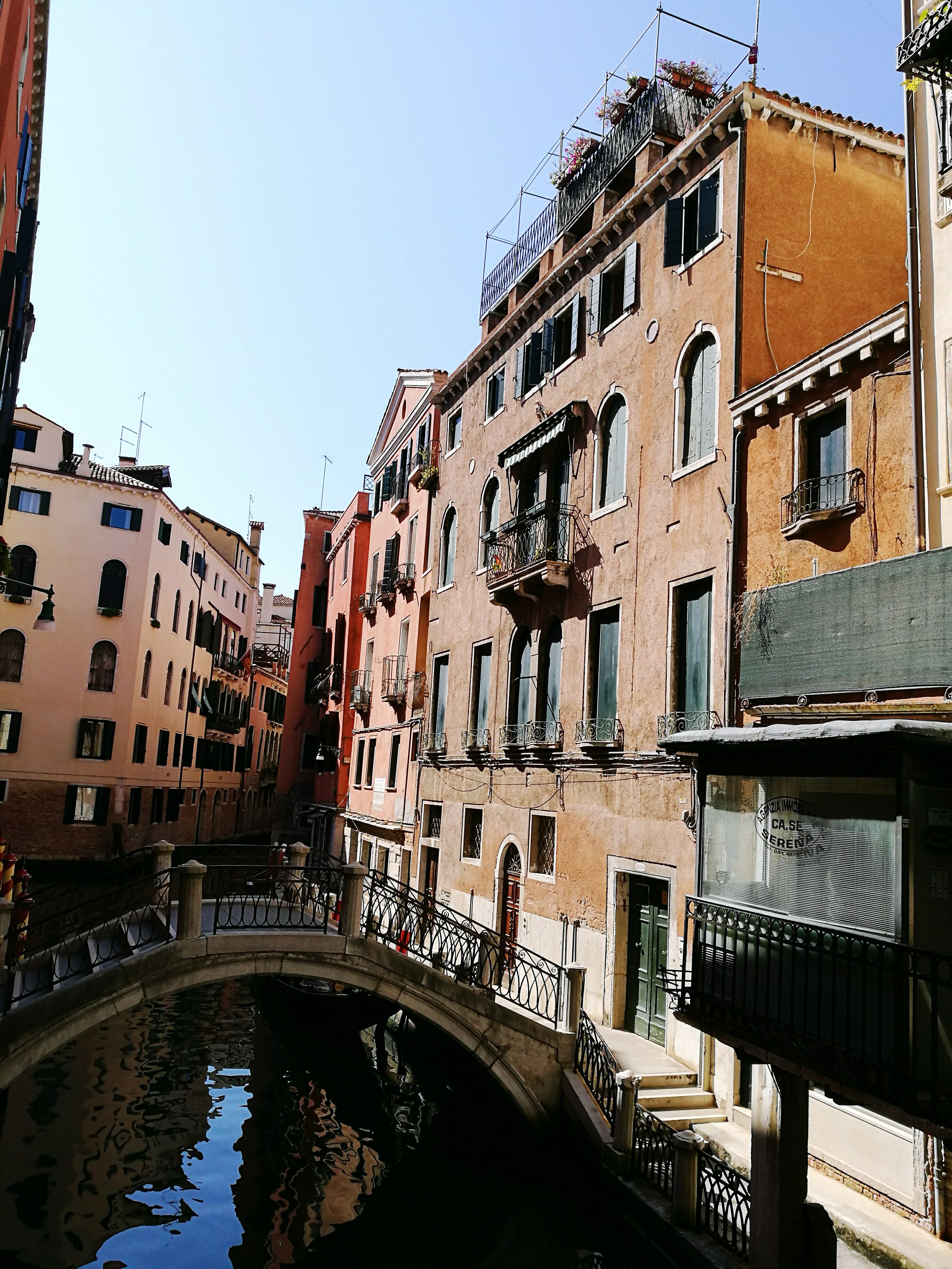 architecture, built structure, building exterior, connection, bridge - man made structure, water, city, clear sky, canal, window, residential building, bridge, day, river, old town, arch, city life, outdoors, waterfront, no people, town, residential district