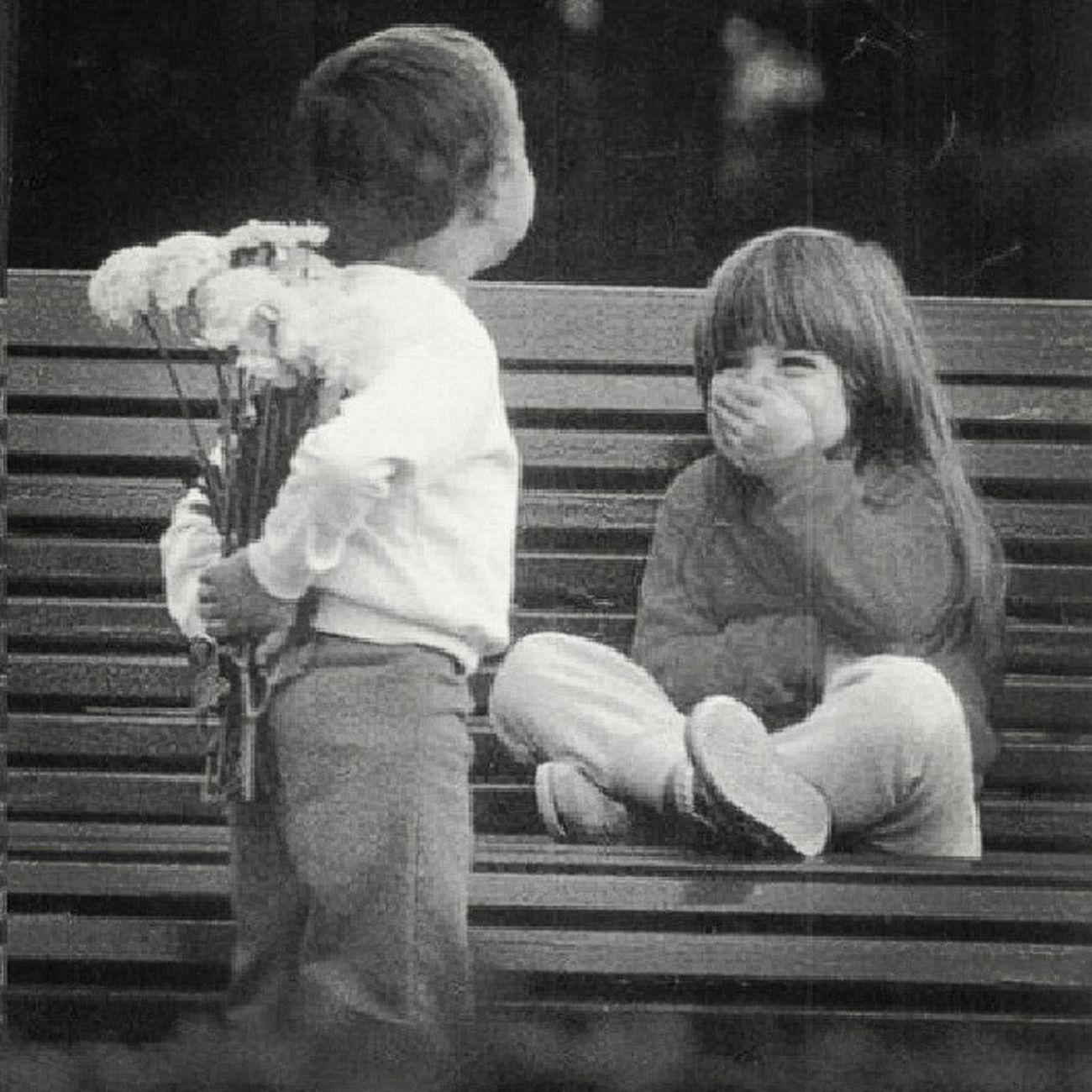 """""""Quando as palavras fogem, as flores falam."""" Fotofofa Own Bomdia Feliz SEXTA Yeah"""