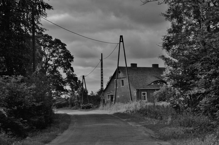 Built Structure Day Hanging Out House Landstrasse Nature No People Outdoors Polen Polska S/w Sky The Way Forward Tree Trzoska
