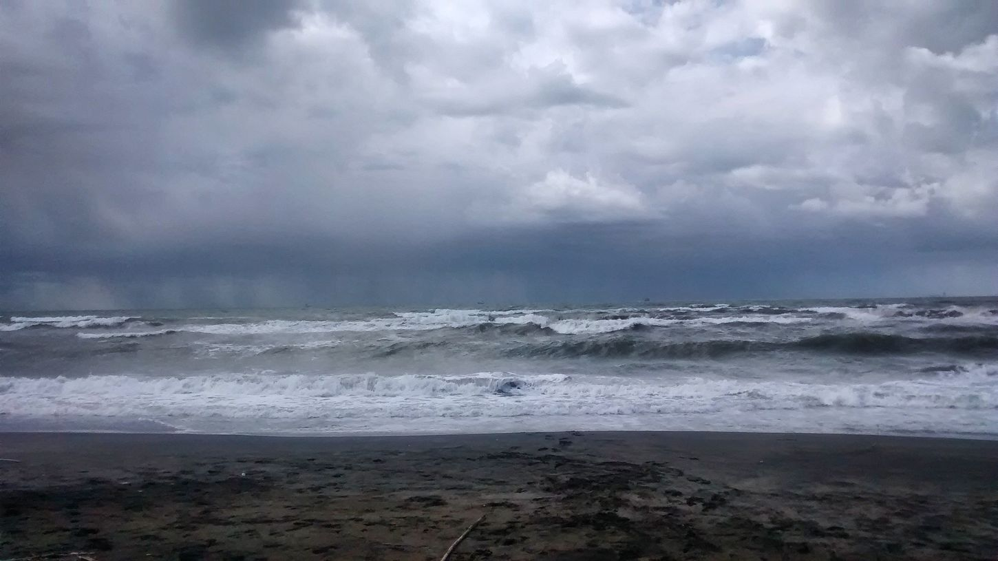 mare d' inverno Sea And Sky Sea Onthebeach Fregene Lazio Sky And Clouds Relaxing Seeking Inspiration From My Point Of View Quiet Moments Silence